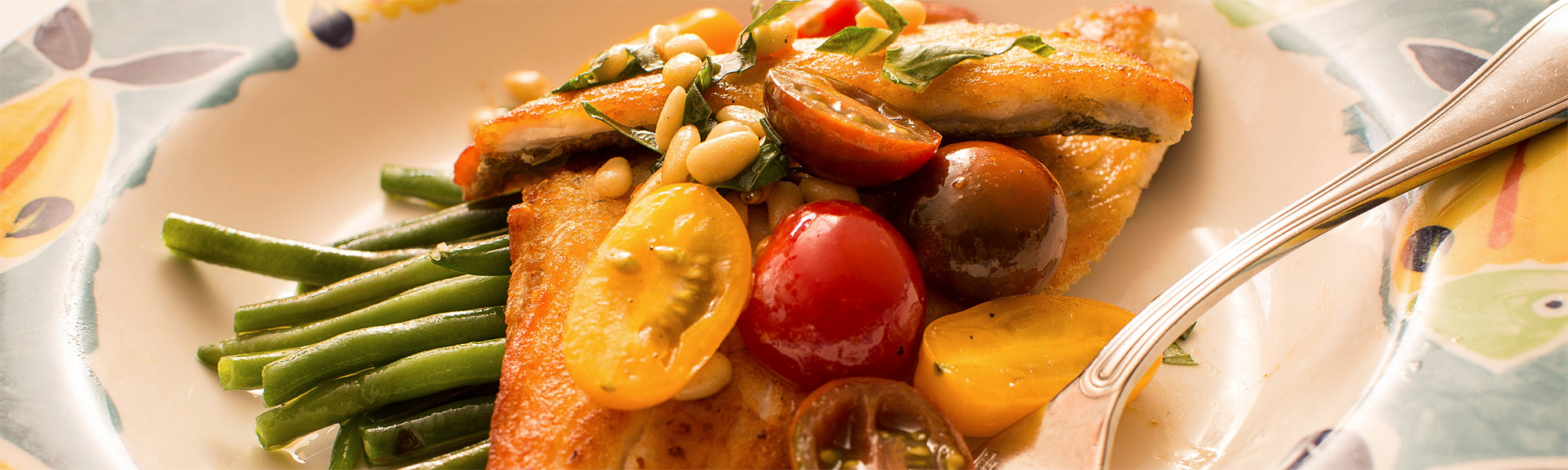 Fish with green beans & tomatoes